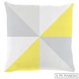 Almofada de Decoração Triângulos em Tricô Cinza, Branca e Amarela - A Mi Manera