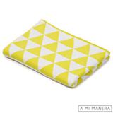 Manta em Tricô Triângulo Amarelo com Branco - A Mi Manera